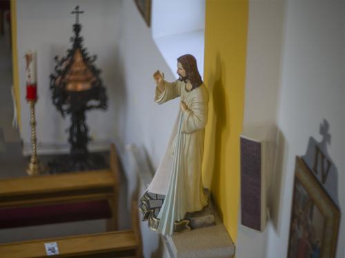 Socha Ježiša Krista v  Kostole Povýšenia sv. Kríža v Duplíne.