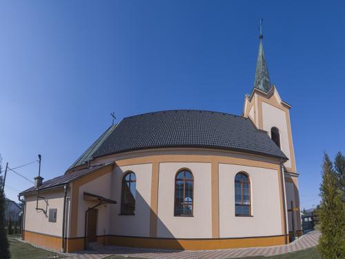 Budova Kostola Povýšenia sv. Kríža v Duplíne.