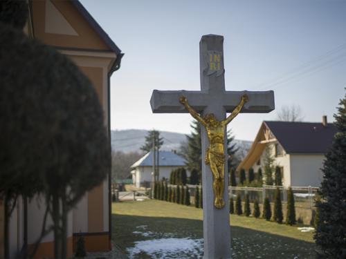 Exteriér Kostola Povýšenia sv. Kríža v Duplíne.