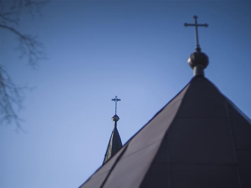 Exteriér Kostola sv. Mikuláša v Stročíne.