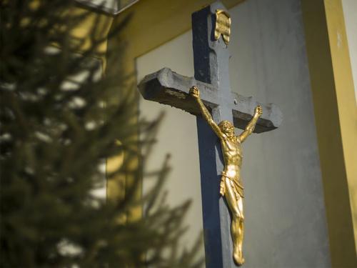 Exteriér Kostola Obetovania Panny Márie v Tisinci.